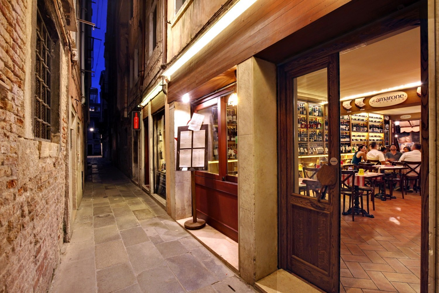 Wine Bar in a Quiet Calle by Rialto - Close to San Silvestro