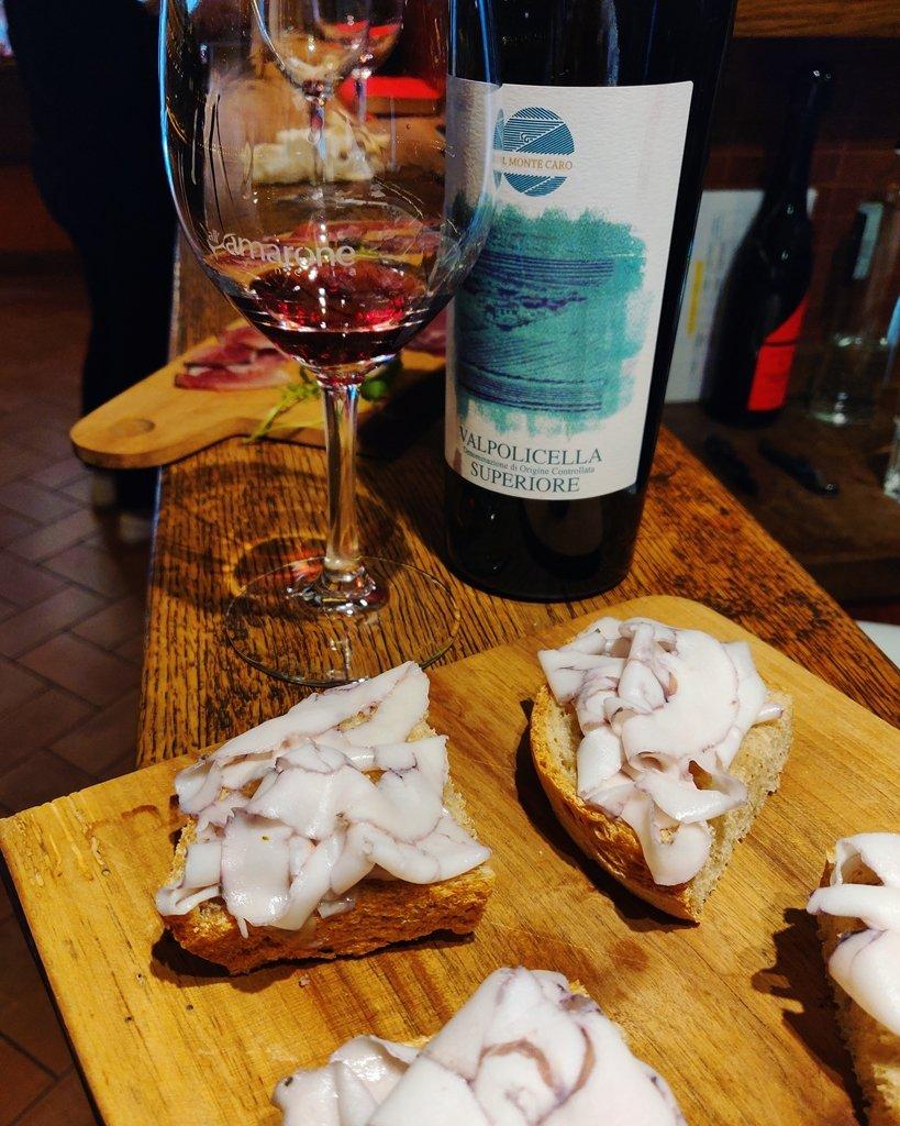 Crostini di Lardo Affinato con Vino Cristallino