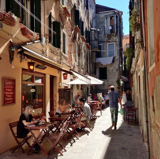 Venetian Calle - Calle Veneziana